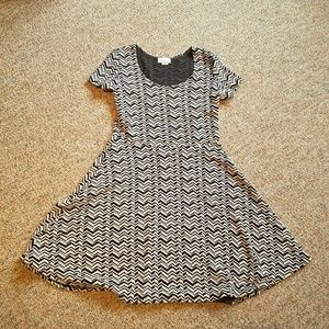 Black & white print short sleeve stretchy dress